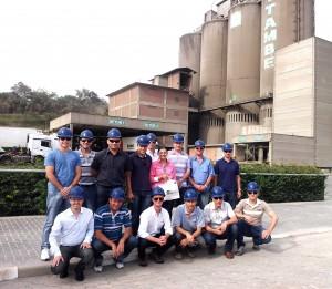 Visita dos diretores da ASCON Vinhedos e da Bento Concretos: clientes da Cia. de Cimento Itambé.