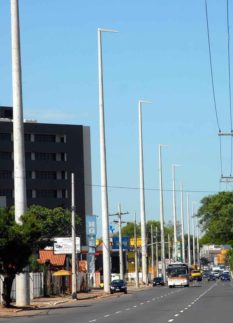 Postes para linha de transmissão: norma recomenda concreto armado ou concreto protendido.