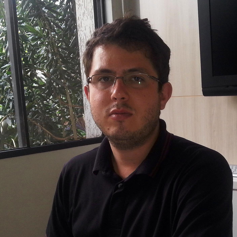 Roger Teixeira defende campanha junto à população para combater obras ilegais.