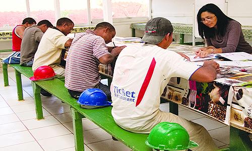 Já há muitas construtoras transformando refeitórios em salas de aula.