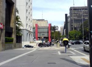 Avenida Paulista: modelo de reurbanização, dentro dos padrões de acessibilidade.