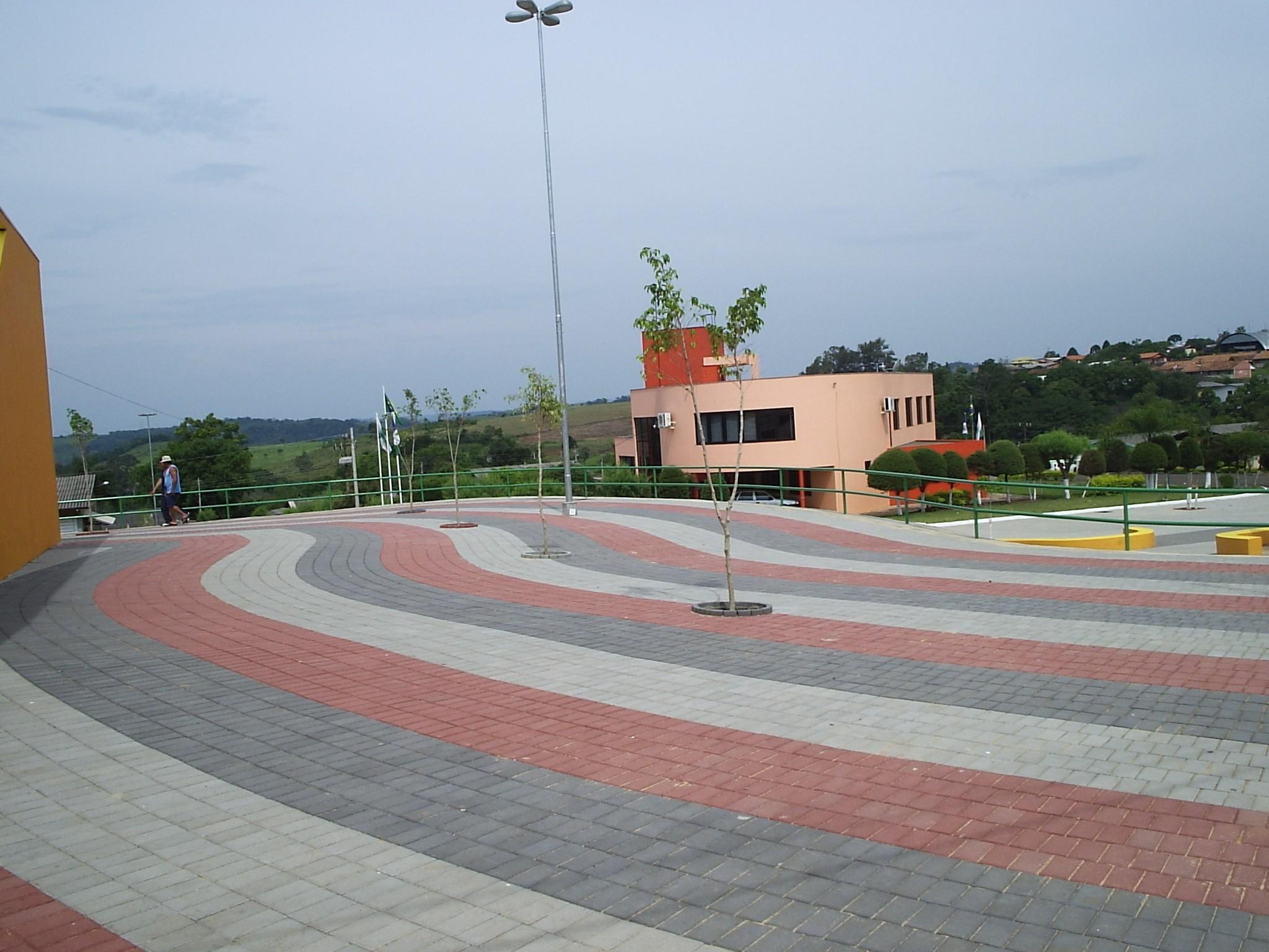 Calçada com concreto estampado: mercado está em alta, seja no litoral ou em cidades do interior.