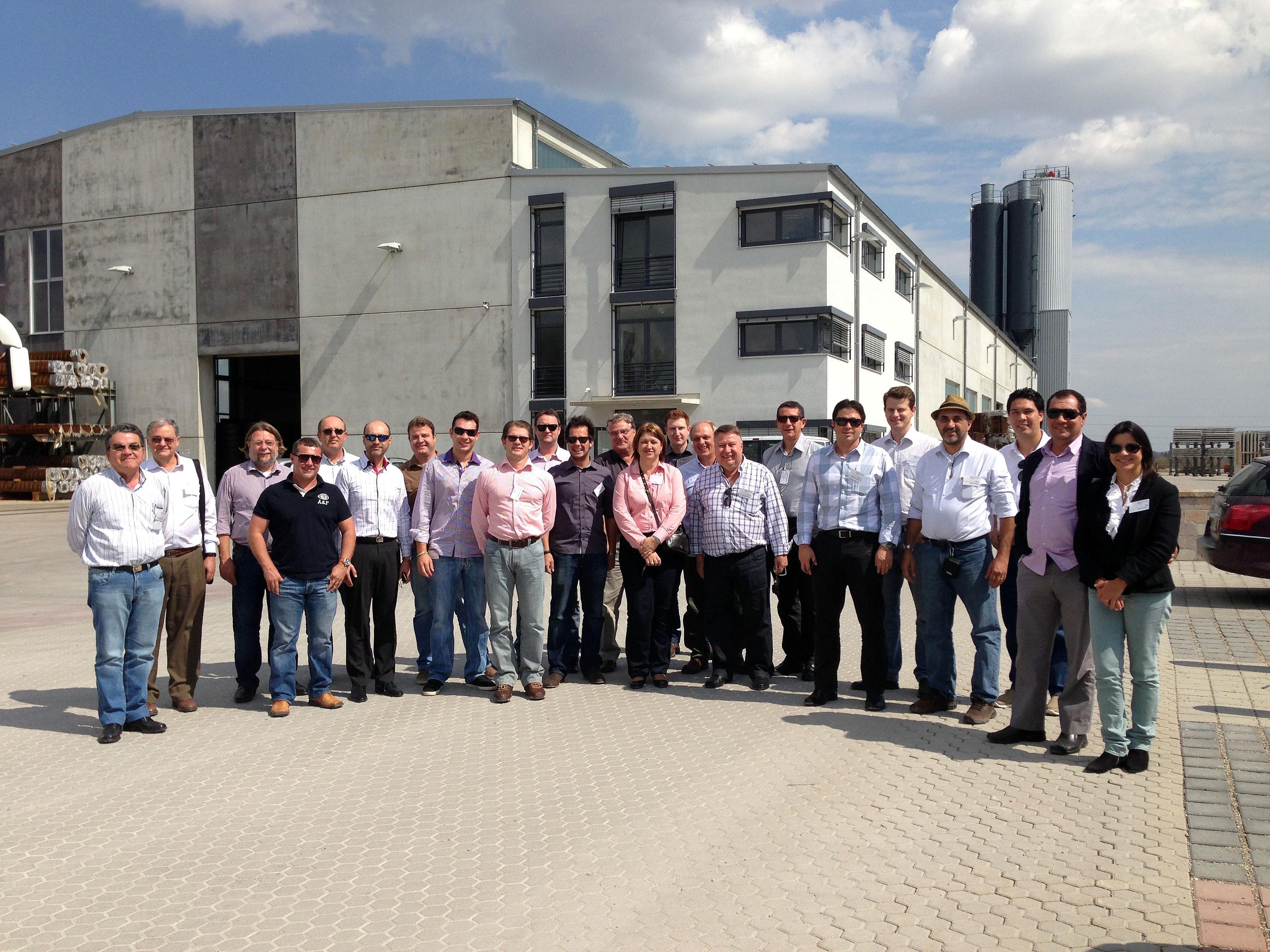 Comitiva liderada pela ABCIC na Bauma 2013: automação foi o que mais chamou a atenção dos brasileiros.