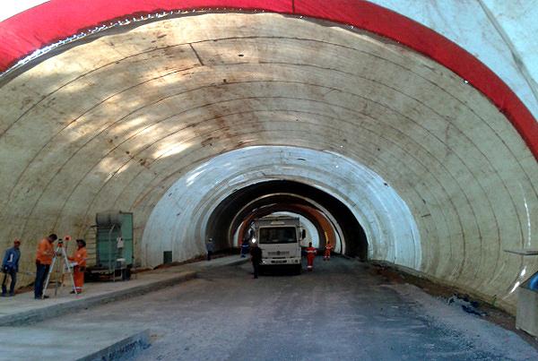 Concretagem conta com túnel de vento, para permitir que trabalho avance em períodos de chuva.