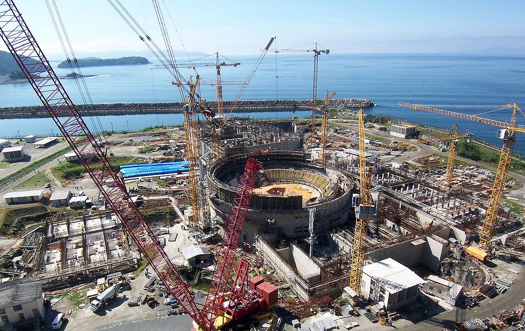 Angra 3: após 23 anos parada, obra no Rio de Janeiro foi retomada em 2010 e avança rapidamente.