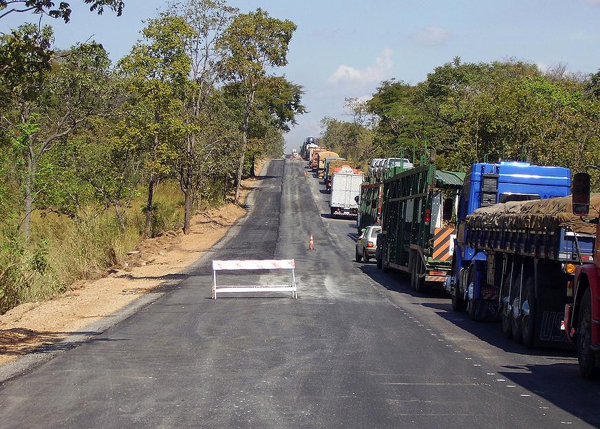 Atraso em concessões de rodovias prejudicou investimentos voltados à construção civil em 2013