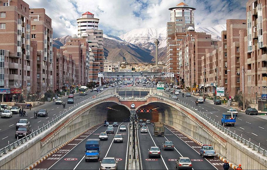 Túnel recentemente inaugurado em Teerã, no Irã: país do Oriente Médio é um dos que mais consome cimento no mundo