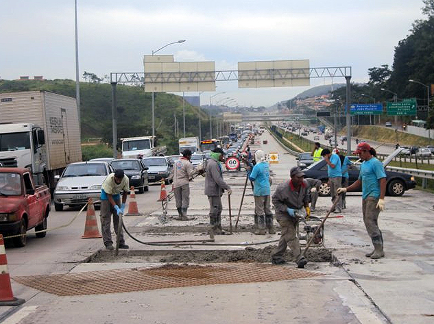 Rodovia com pavimento de concreto para caminhões e asfalto para veículos leves: nova tendência