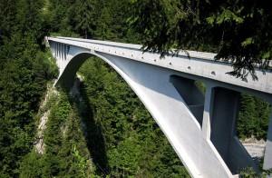 Ponte Salginatobel: idealizados por um dos pioneiros em construção de pontes em concreto armado