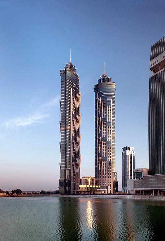 O prédio mais alto de 2013 foi o JW Marriott Marquis Hotel Dubai Tower2, em Dubai: 355 metros