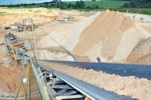 Mineradoras têm procurado minimizar problemas ambientais e consideram mais justo vender areia por peso