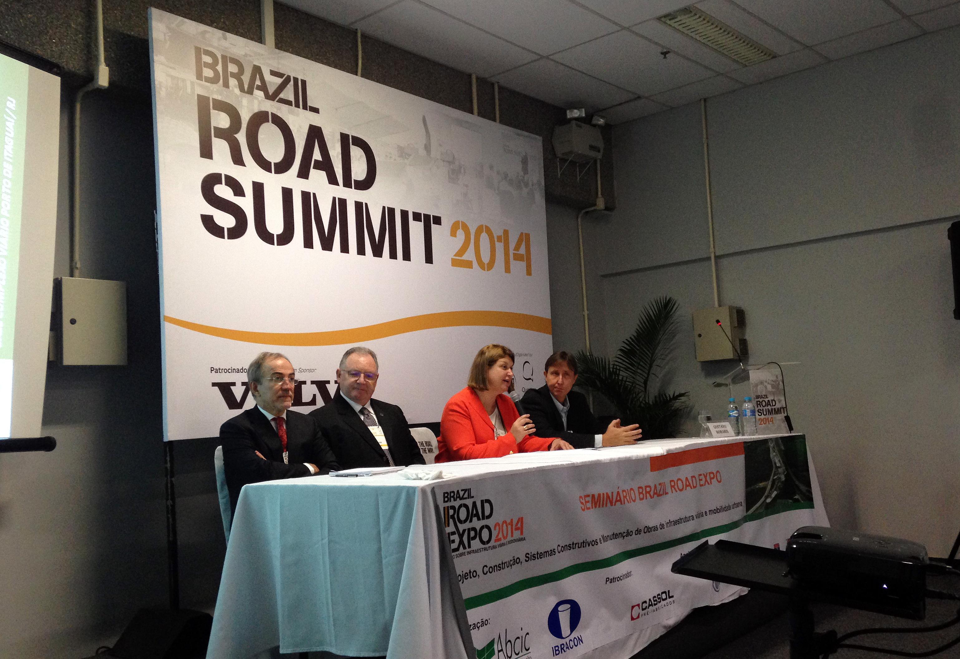 Alerta sobre ameaça às normas técnicas sem revisão foi dado em seminário da ABCIC, na Road Expo 2014