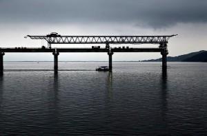 Ponte estaiada na região de Laguna, em Santa Catarina: a maior em curva do país