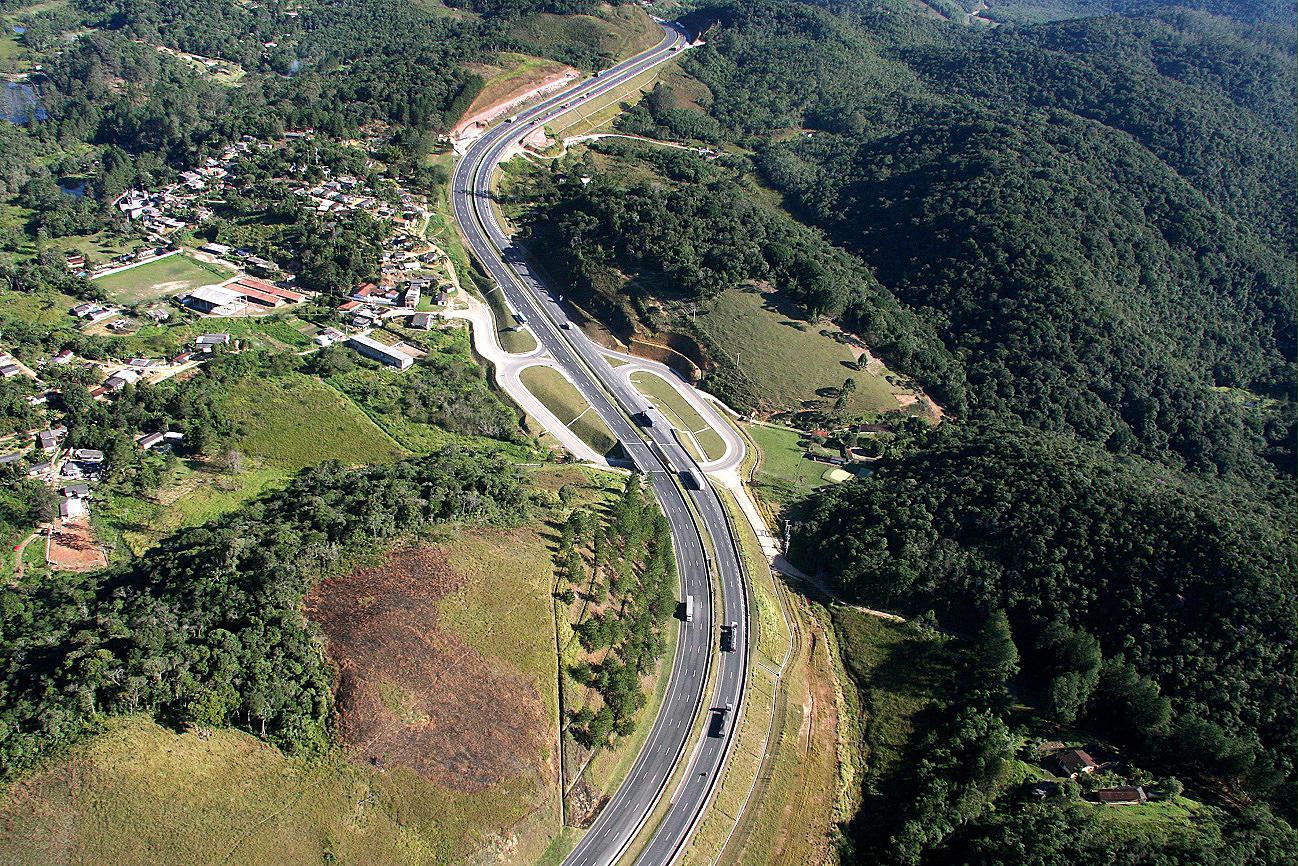 Serra do Cafezal, na rodovia Régis Bittencourt: embargos ambientais atrasaram obras por mais de 20 anos
