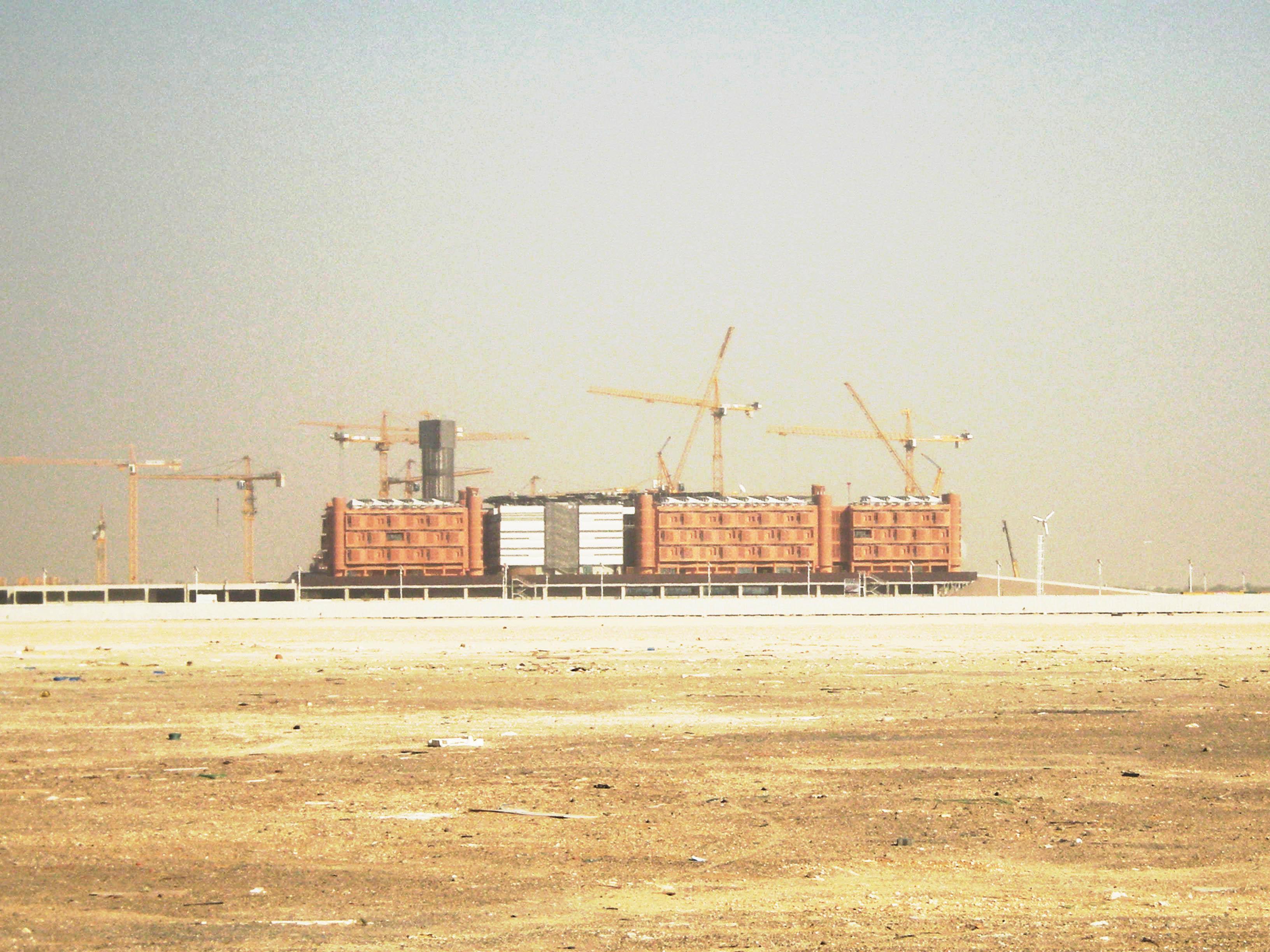 Masdar City, em Abu Dhabi: exemplo de que é possível inovar sem abdicar do concreto