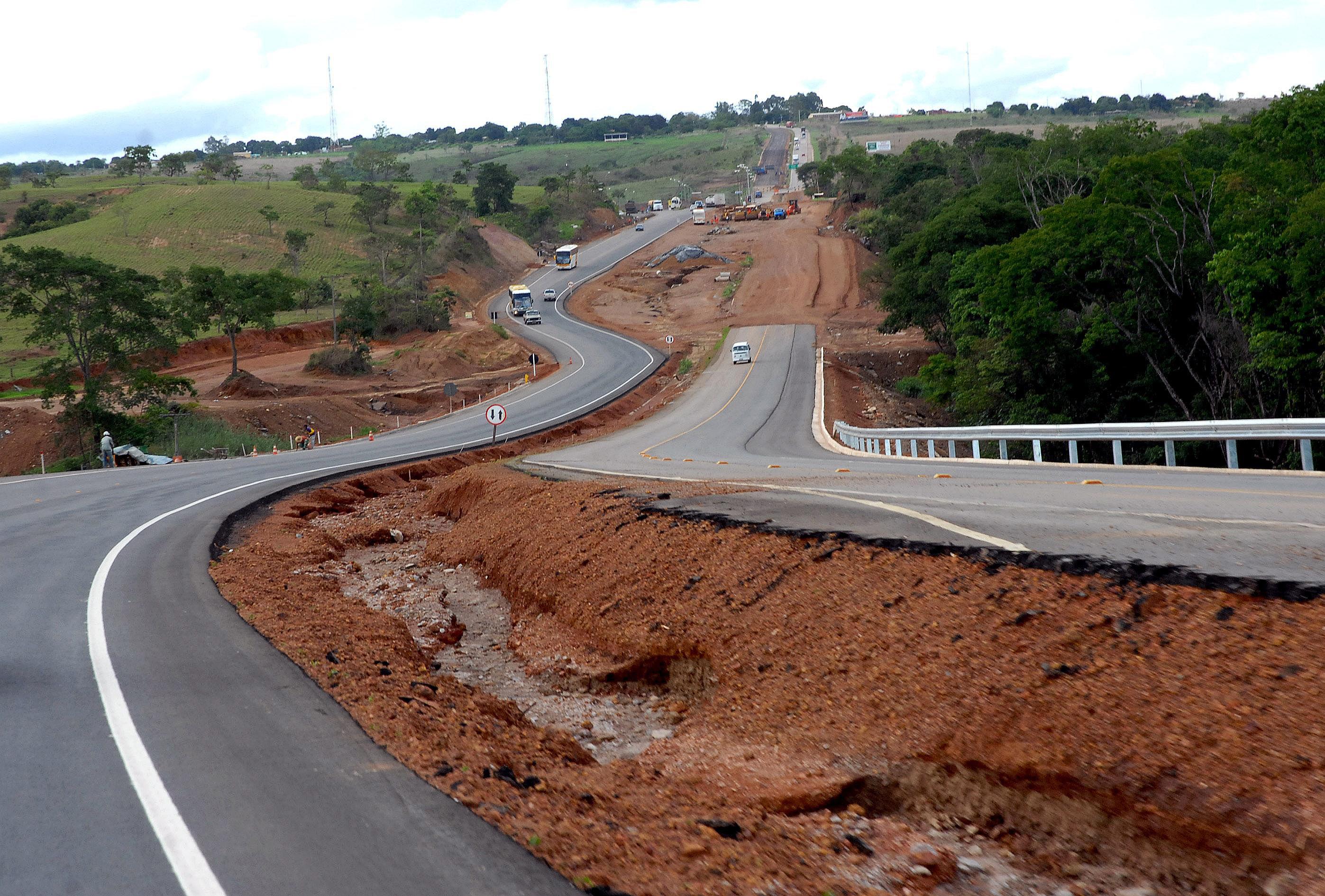BR-060, entre Brasília e Goiânia: só após privatização é que entrou em obras.