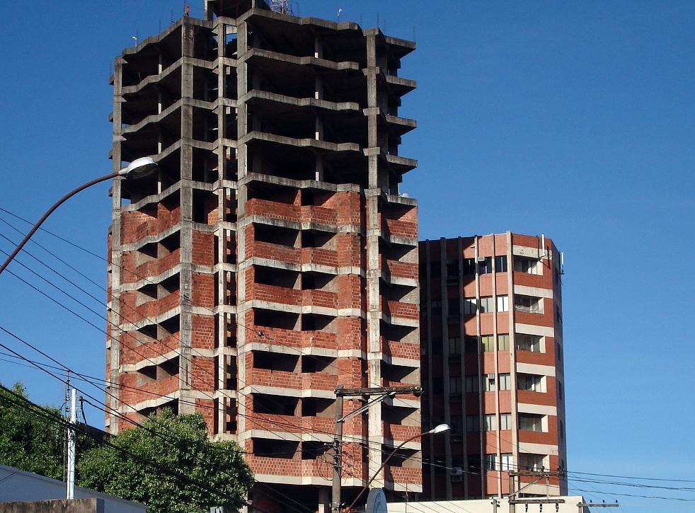 Prédios inacabados: construtoras que encampam essas obras precisam ter cuidados técnicos e jurídicos.