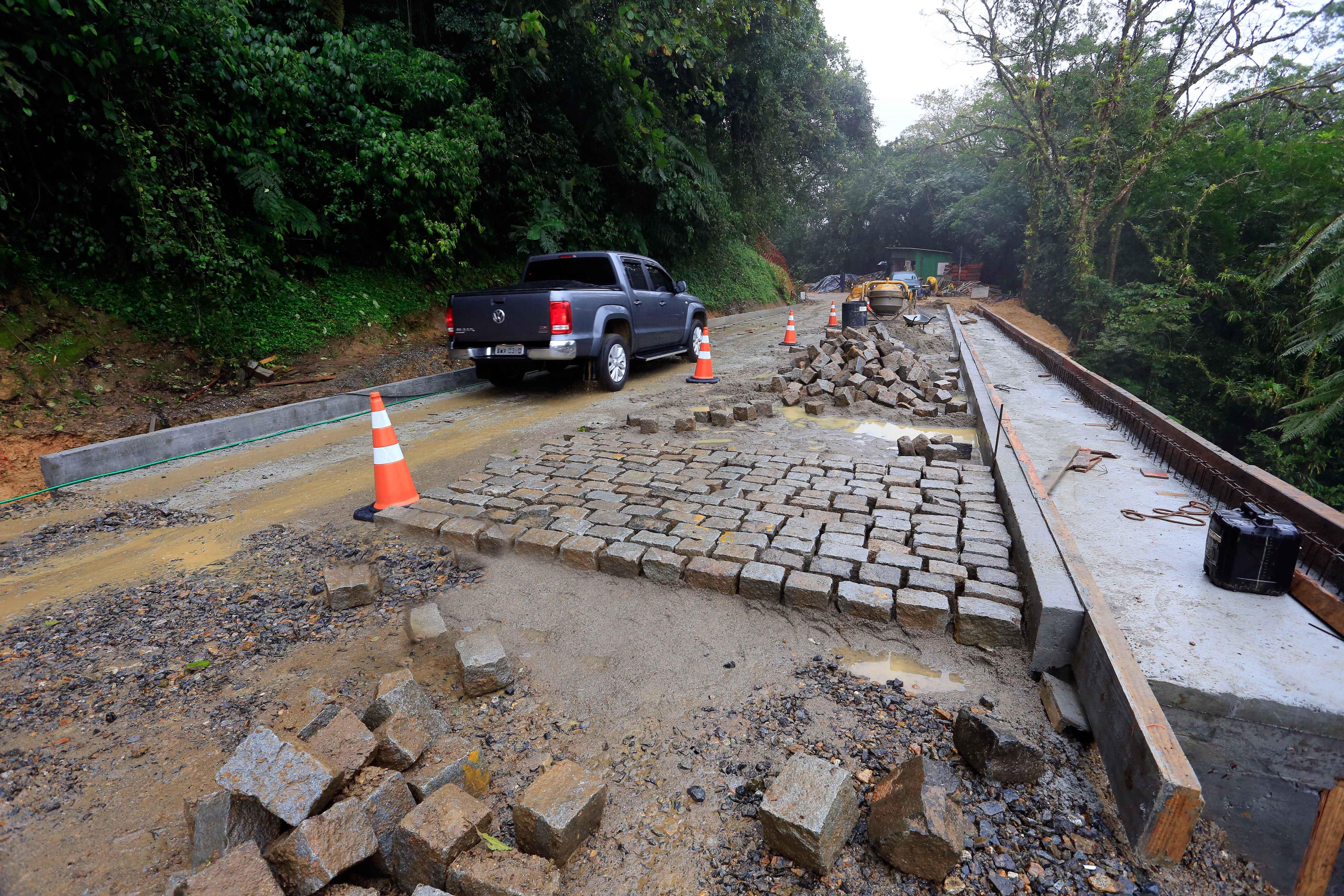 Estrada da Graciosa: pavimentação original, em paralelepípedo, será mantida