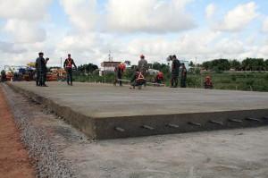 Pavimentação em concreto: um das especialidades dos Batalhões de Engenharia de Construção.