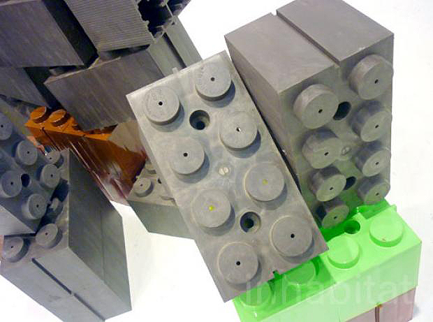 Tijolos são fabricados a partir de garrafas pet recicladas, cimento e gesso