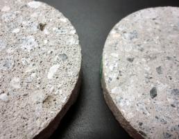 Comparação entre moldes de concreto autoadensável com traço fora da norma (esquerda) e dentro da norma