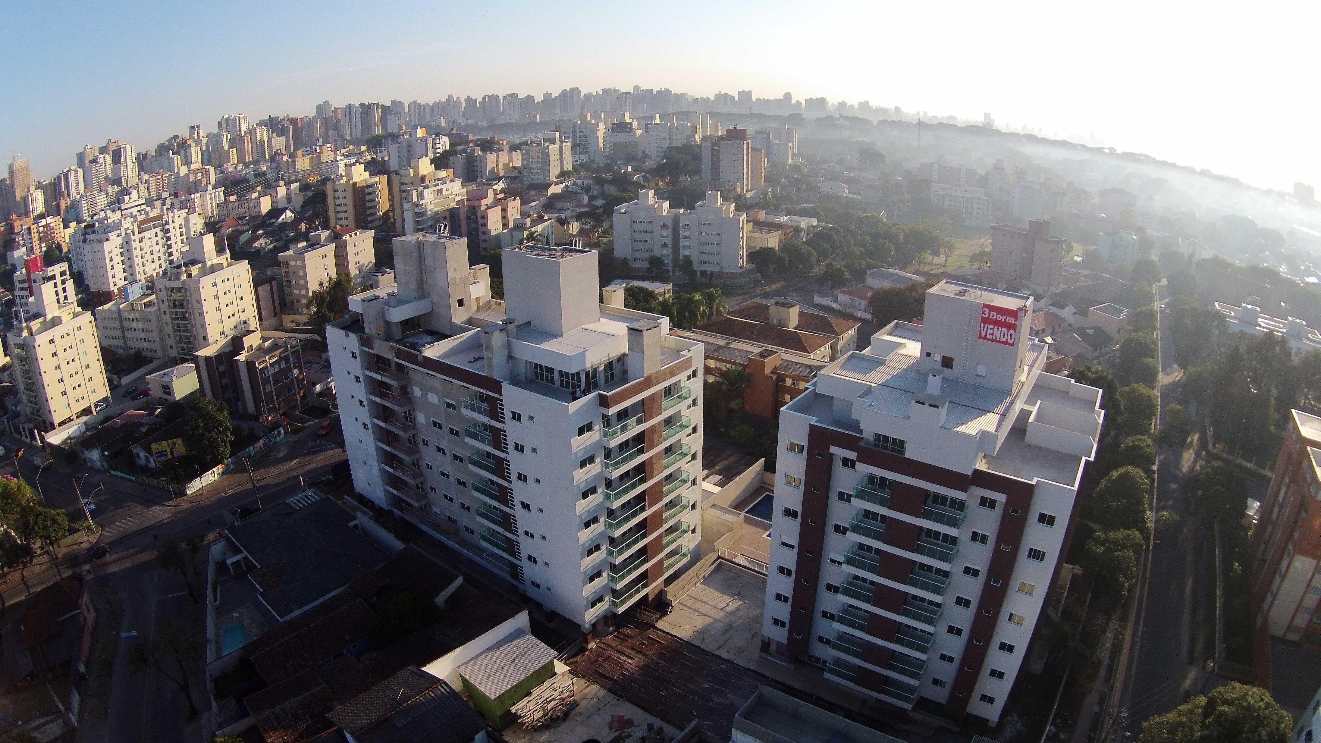 Quando prontos, edifícios são sobrevoados por drones para potencializar as vendas