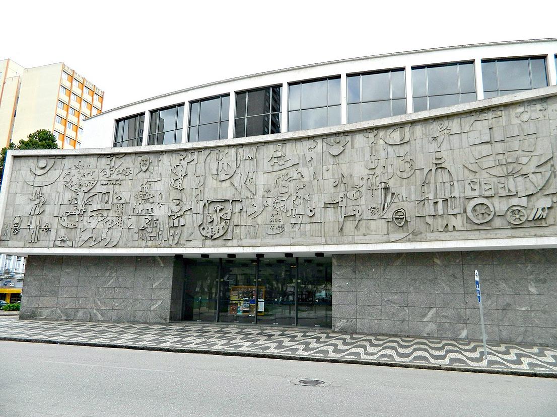 Fachada do Teatro Guaíra, em Curitiba: Poty sabia transformar concreto em obra de arte