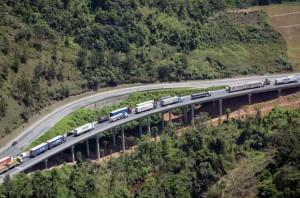 Das 36 pontes e viadutos previstos, nove já foram concluídos e liberados para o tráfego