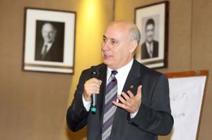 José Eugênio Gizzi, presidente do SindusCon-PR: mais PPPs, mais terrenos e menos atrasos no pagamento de obras públicas