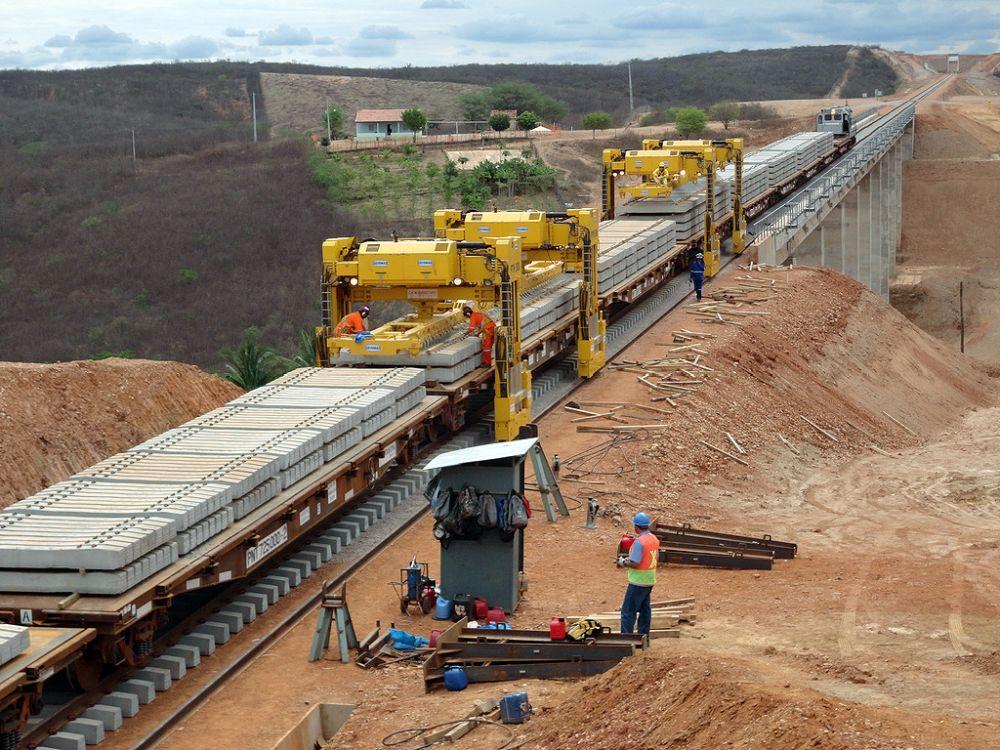 Ferrovia Transnordestina: idealizada para escoar safra agrícola para os portos de Pecém, no Ceará, e Suape, em Pernambuco, obra sofre com adiamentos