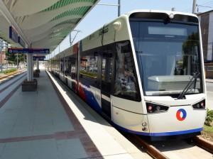 Trens do VLT da Baixada Santista usam tecnologia espanhola e podem transportar 400 passageiros por viagem