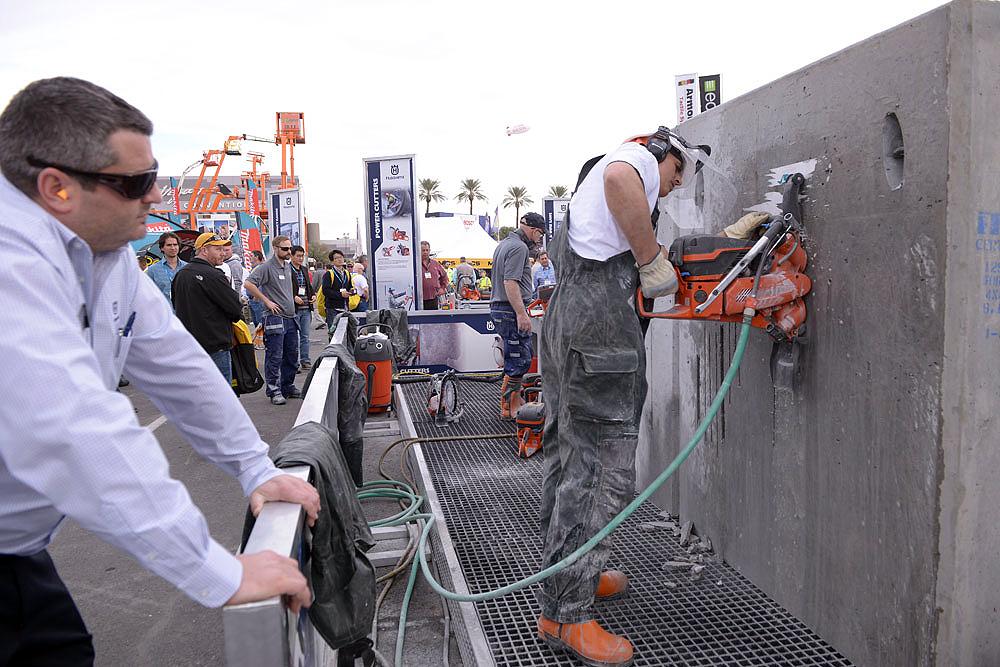 World of Concrete: fabricantes demonstram equipamentos para uso em concreto