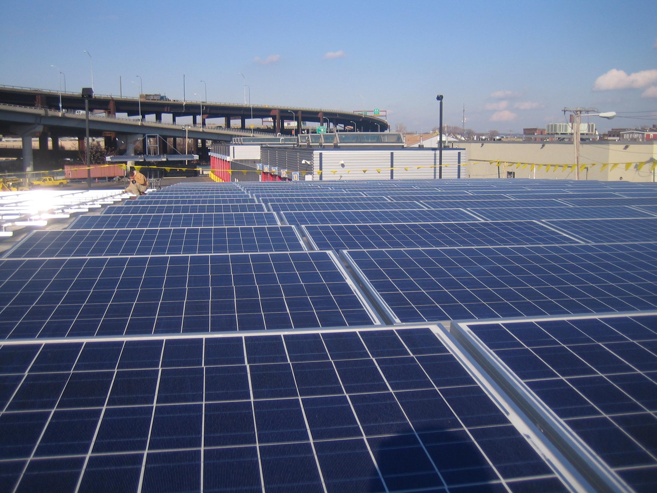 Nos EUA, parceria entre tecnologia da energia solar e construção civil industrializada já é realidade
