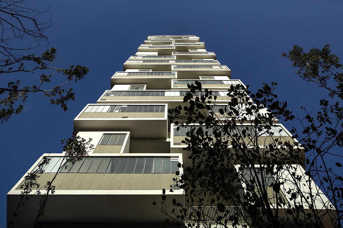 """Edifício 306°: cada apartamento tem um """"quintal"""" exclusivo. Projeto ganhou premiação internacional"""