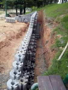Blocos de HexBlock são fabricados com concreto convencional, cuja resistência varia entre 20 MPa e 25 MPa