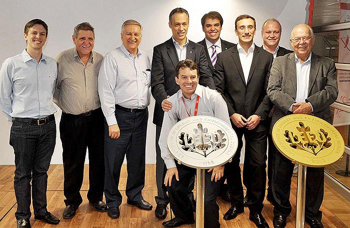 Equipe da Plaenge: dupla certificação LEED por projetar fábrica-modelo para a Coca Cola