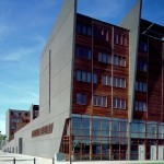 Prefeitura de Middelburg, na Holanda: prédio novo investiu no concreto colorido acinzentado