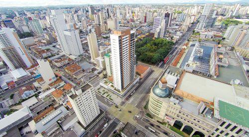 Edifício Lifespace, em Curitiba: unidades altas custam, em média, 10% a mais do que as localizadas em andares baixos.