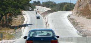 Carretera na Costa Rica: quilometragem de rodovias pavimentadas em concreto supera o que existe no Brasil.