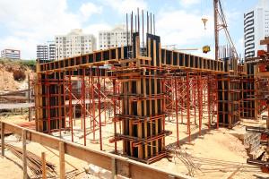 Compensado plastificado para a concretagem tem aplicação em vários tipos de obras.