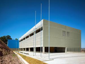 Estrutura do prédio valoriza a ventilação e a luminosidade.