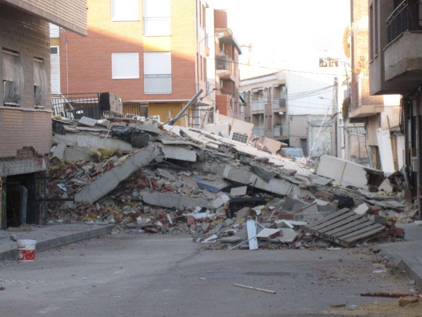 Sismo de Lorca, na Espanha, em 2011: paredes de vedação mal travadas não resistiram.