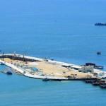 Uma das duas ilhas artificiais construídas para suportar pontes e também servir de entrada para o túnel