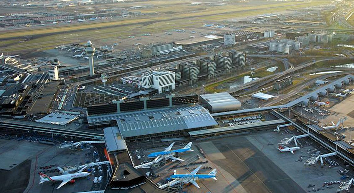 Aeroporto de Schiphol, na região de Amsterdam, na Holanda: primeiro do mundo a agregar um bairro logístico em sua área