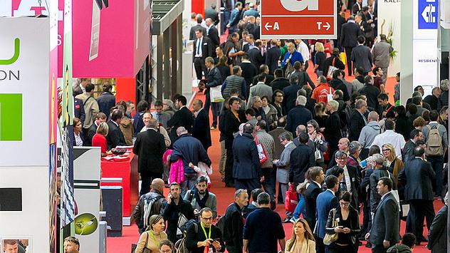 Durante os cinco dias da BATIMAT, milhares de visitantes passaram pela feira, em Paris