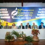 Mesa de debatedores no 57º Congresso Brasileiro do Concreto: sustentabilidade do material foi o tema central do encontro