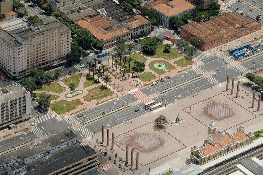 Praça da Estação, em Belo Horizonte: projeto contemplou a gentileza urbana e foi premiado pelo IAB em 2009