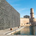 Mucem, em Marselha, na França: fachada e passarela construídas com concreto de ultra-alta performance.