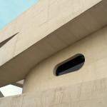 Para que o concreto branco não ficasse manchado foram usadas formas com fórmica e fixação sem parafusos ou tarugos