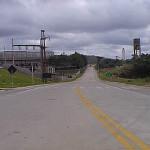 Rodovia de 23 quilômetros que leva à fábrica da Cia. de Cimento Itambé: laboratório para pavimento rígido